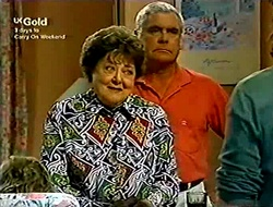 Marlene Kratz, Lou Carpenter in Neighbours Episode 2814