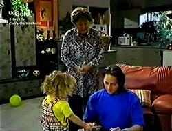 Marlene Kratz, Louise Carpenter (Lolly), Darren Stark in Neighbours Episode 2814