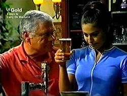 Lou Carpenter, Sarah Beaumont in Neighbours Episode 2814