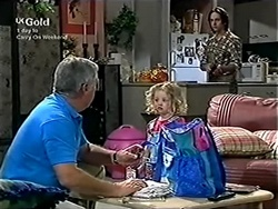 Lou Carpenter, Louise Carpenter (Lolly), Darren Stark in Neighbours Episode 2816