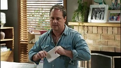 Grant Hargreaves in Neighbours Episode 8378