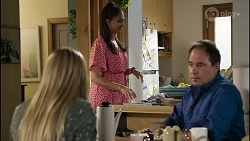 Mackenzie Hargreaves, Dipi Rebecchi, Grant Hargreaves in Neighbours Episode 8383