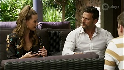 Chloe Brennan, Pierce Greyson, Hendrix Greyson in Neighbours Episode 8389
