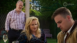 Clive Gibbons, Sheila Canning, Kyle Canning in Neighbours Episode 8409