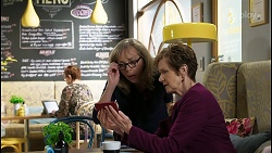 Jane Harris, Susan Kennedy in Neighbours Episode 8425