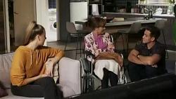 Chloe Brennan, Fay Brennan, Aaron Brennan in Neighbours Episode 8426