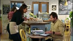 Dipi Rebecchi, Shane Rebecchi in Neighbours Episode 8427