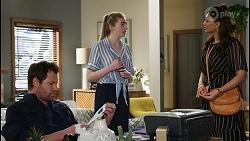 Shane Rebecchi, Mackenzie Hargreaves, Dipi Rebecchi in Neighbours Episode 8428