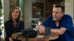 Jane Harris, Des Clarke in Neighbours Episode 8438