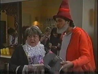 Marlene Kratz, Cheryl Stark, Sam Kratz in Neighbours Episode 2471