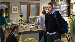 Mackenzie Hargreaves, Richie Amblin in Neighbours Episode 8443
