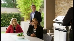 Roxy Willis, Paul Robinson, Terese Willis in Neighbours Episode 8470