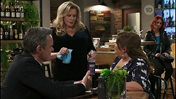 Paul Robinson, Sheila Canning, Terese Willis, Nicolette Stone in Neighbours Episode 8489