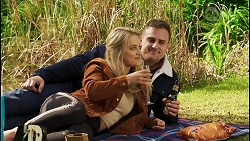 Roxy Willis, Kyle Canning in Neighbours Episode 8496