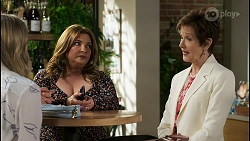 Mackenzie Hargreaves, Terese Willis, Susan Kennedy in Neighbours Episode 8499