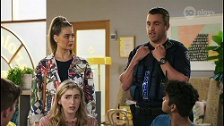 Hendrix Greyson, Chloe Brennan, Mackenzie Hargreaves, Constable Andrew Rodwell, Jay Rebecchi in Neighbours Episode 8503