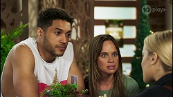 Levi Canning, Bea Nilsson, Roxy Willis in Neighbours Episode 8521