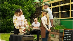 Jacinta Hay, Sheila Canning, Clive Gibbons, Roxy Willis, Kyle Canning in Neighbours Episode 8532