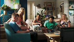 Kyle Canning, Roxy Willis, Bea Nilsson, Levi Canning, Sheila Canning in Neighbours Episode 8540