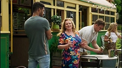 Levi Canning, Sheila Canning, Kyle Canning, Roxy Willis in Neighbours Episode 8548