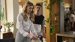 Mackenzie Hargreaves, Hendrix Greyson, Amy Greenwood in Neighbours Episode 8549