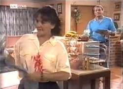 Pam Willis, Doug Willis in Neighbours Episode 2111