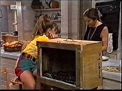 Hannah Martin, Julie Martin in Neighbours Episode 2112