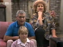 Lou Carpenter, Danni Stark, Cheryl Stark in Neighbours Episode 2139