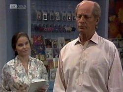 Julie Martin, Len Mangel in Neighbours Episode 2139