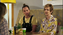 Olivia Bell, Bea Nilsson, Susan Kennedy in Neighbours Episode 8559
