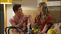 Hendrix Greyson, Mackenzie Hargreaves in Neighbours Episode 8575