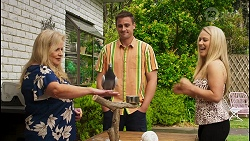 Sheila Canning, Gary the Pigeon, Kyle Canning, Roxy Willis in Neighbours Episode 8580