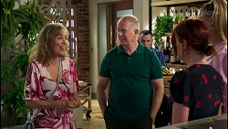 Jane Harris, Clive Gibbons, Nicolette Stone, Chloe Brennan in Neighbours Episode 8587