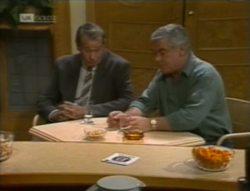 Doug Willis, Lou Carpenter in Neighbours Episode 2143