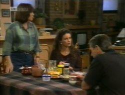 Pam Willis, Gaby Willis, Doug Willis in Neighbours Episode 2143