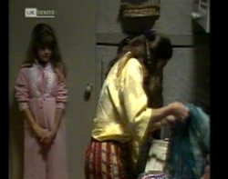 Hannah Martin, Julie Martin in Neighbours Episode 2152
