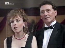 Debbie Martin, Les Bambridge in Neighbours Episode 2153