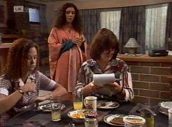 Cody Willis, Gaby Willis, Pam Willis in Neighbours Episode 2154