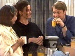 Pam Willis, Gaby Willis, Kris Hyde in Neighbours Episode 2154