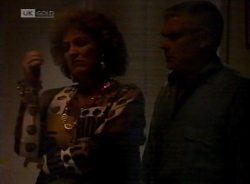Cheryl Stark, Lou Carpenter in Neighbours Episode 2155