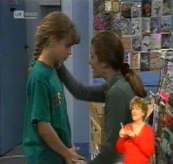 Hannah Martin, Julie Martin in Neighbours Episode 2158
