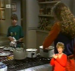 Hannah Martin, Debbie Martin in Neighbours Episode 2158