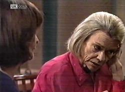 Pam Willis, Helen Daniels in Neighbours Episode 2162