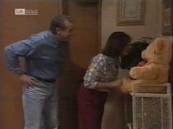 Doug Willis, Pam Willis in Neighbours Episode 2164