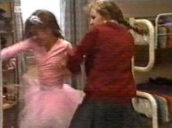 Hannah Martin, Debbie Martin in Neighbours Episode 2171
