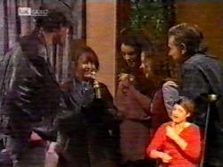 Sam Kratz, Pam Willis, Gaby Willis, Cody Willis, Doug Willis in Neighbours Episode 2172