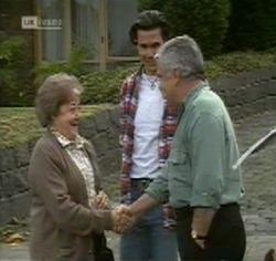 Marlene Kratz, Sam Kratz, Lou Carpenter in Neighbours Episode 2188