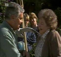 Lou Carpenter, Danni Stark, Brett Stark, Marlene Kratz in Neighbours Episode 2188