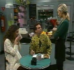 Gaby Willis, Mark Gottlieb, Annalise Hartman in Neighbours Episode 2189