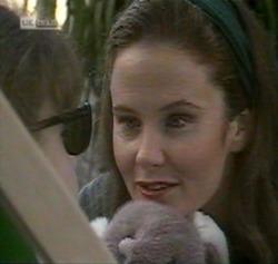 Hannah Martin, Julie Martin in Neighbours Episode 2189